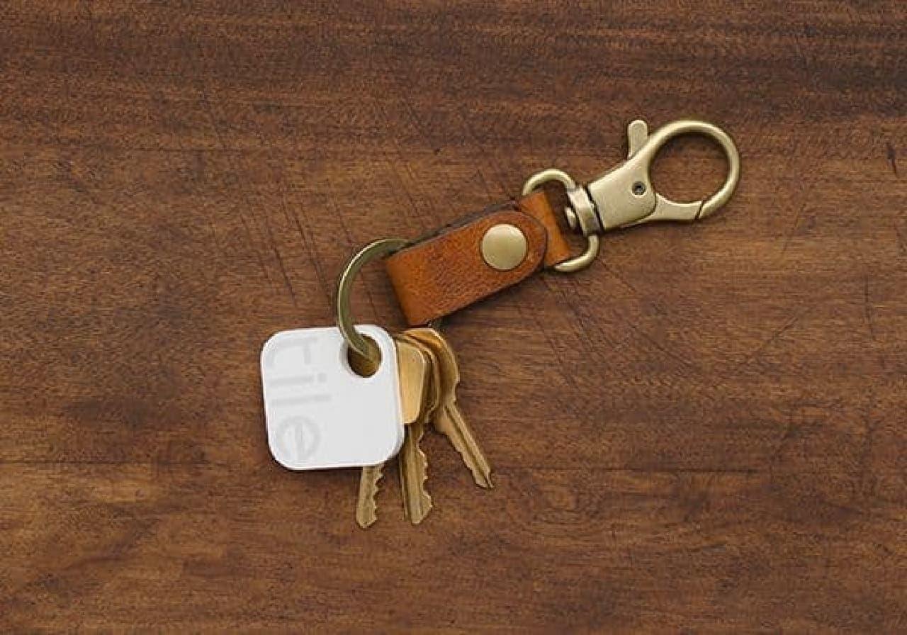 「Tile」は、財布やキーなどに取り付けられるトラッキングデバイス