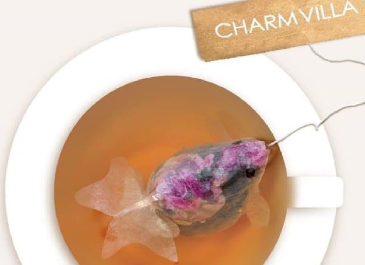 お湯に浸かると、きれいな色の金魚に