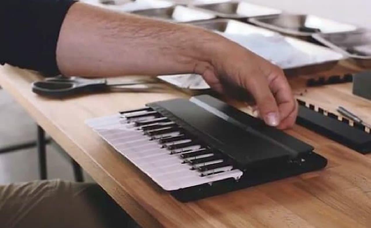 鍵盤がポップアップし、演奏が可能に