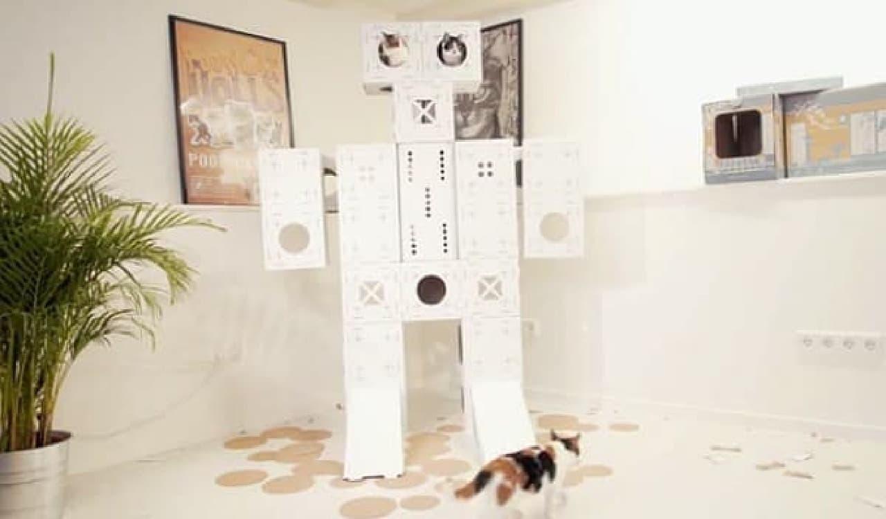 ネコが飽きてしまった場合の対処法その1:「ロボ」タイプのキャットタワー  注:複数の「BLOCKS」パッケージが必要です