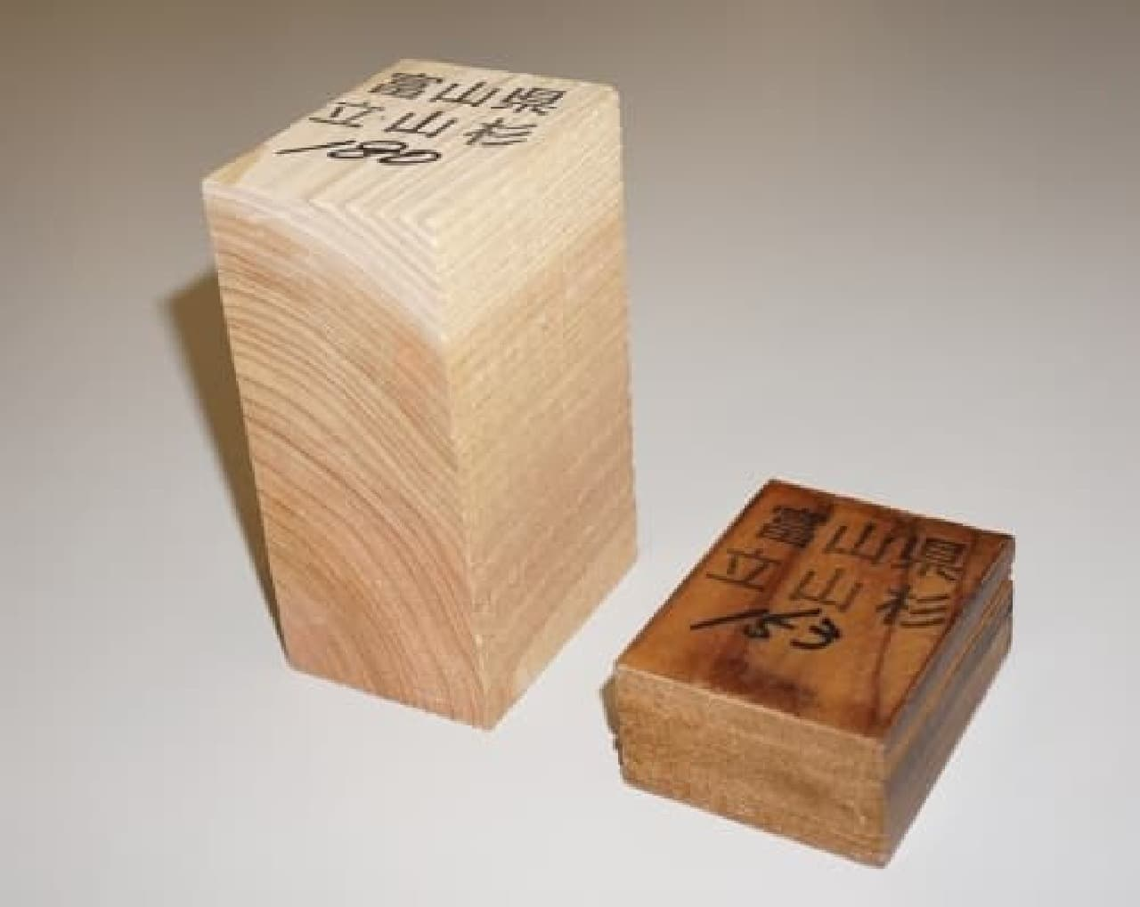 森林機能を維持するために伐採された間伐材を使用