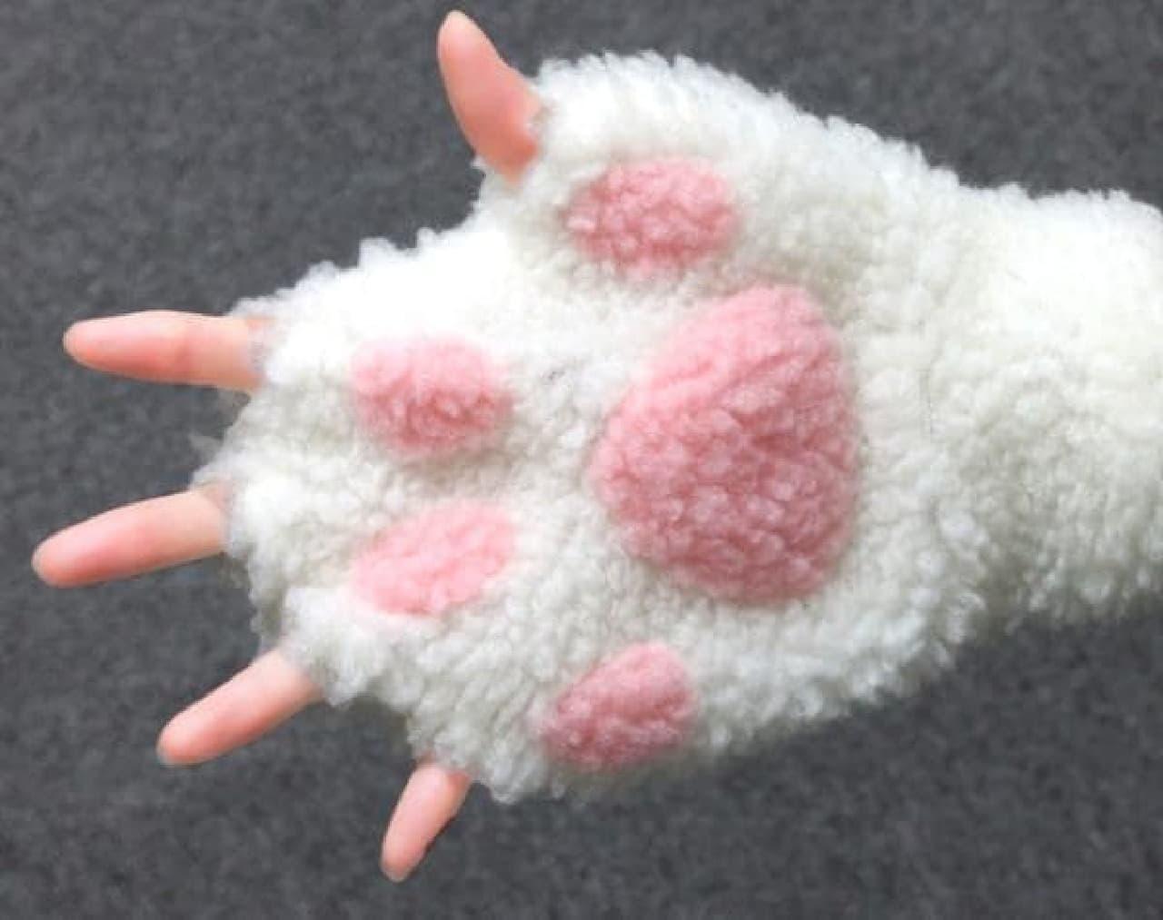「このお手々にちょうどいい手袋ください。」