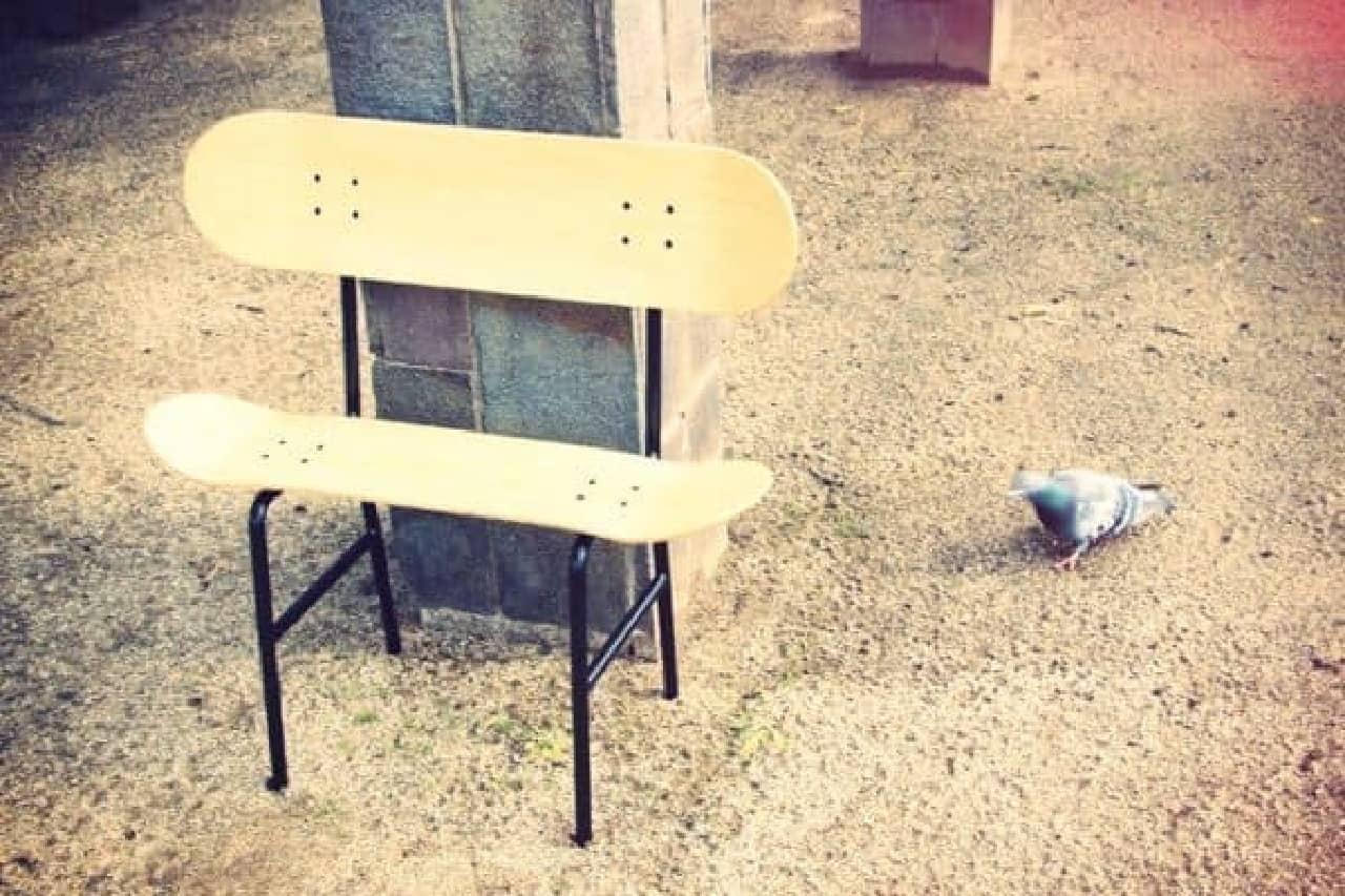 テラスやベランダにも合うシンプルなベンチ