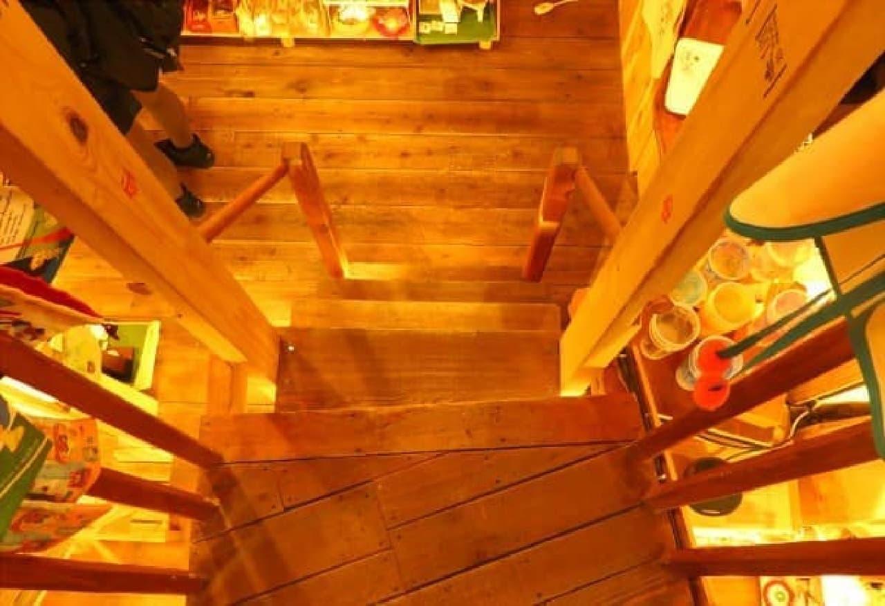 急な階段には気を付けて