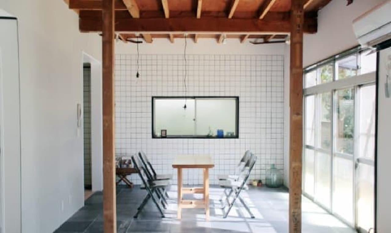 アトリエ付きのシェアハウス「箱庭の住めるアトリエ」  画像はダイニングルーム