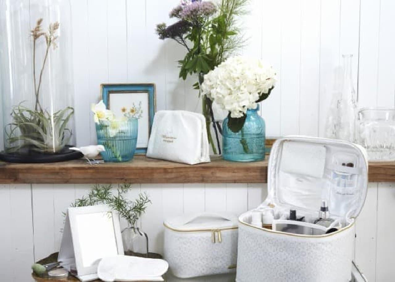 メイクまわりのアイテムは清潔感ある白でスッキリ収納