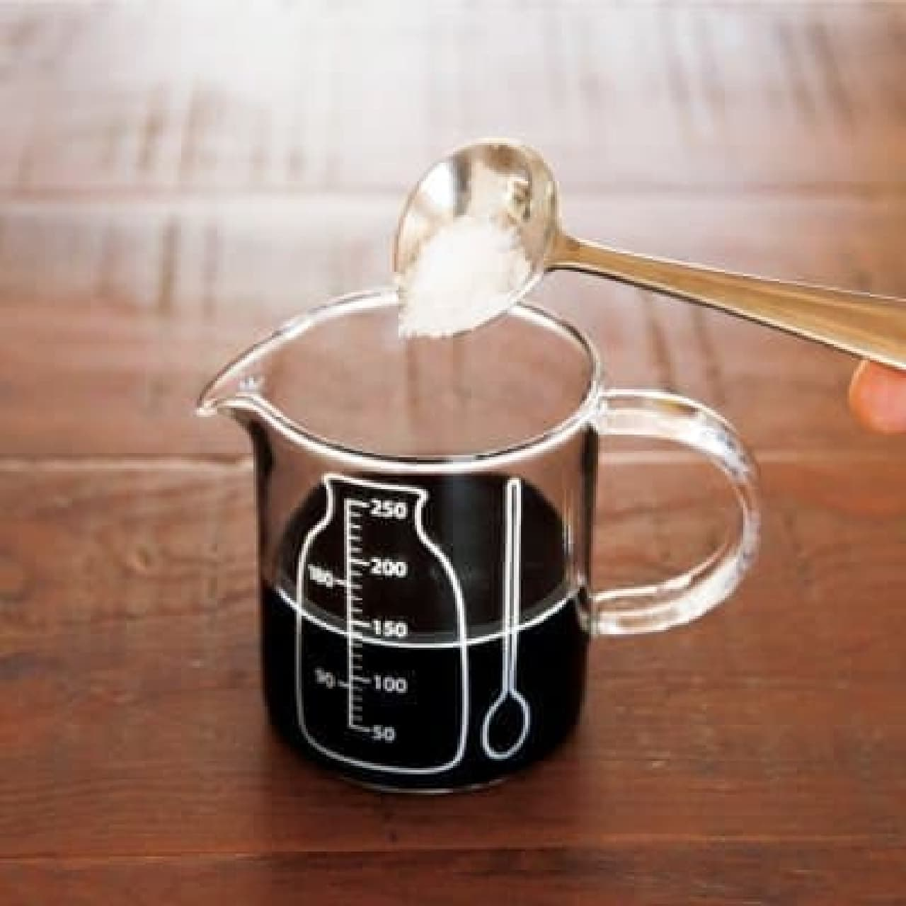 温めや保存にも便利な「耐熱ガラス メジャーカップ」  (250ml:1,512円、500ml:2,160円)