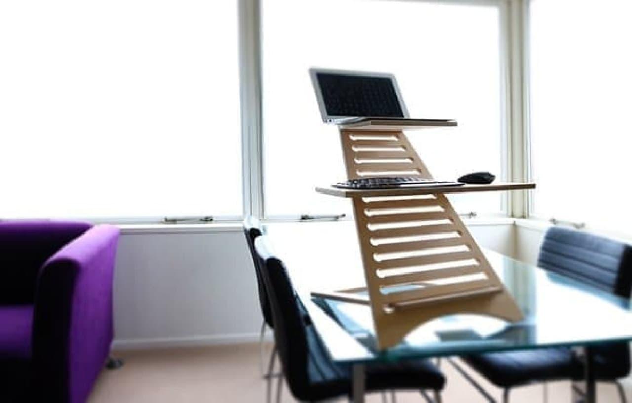 会議室で使えば、立ったままで会議を実施できる