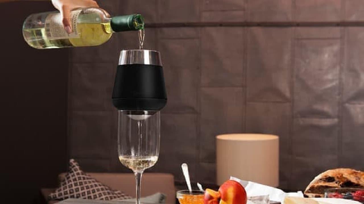 ワインの温度を一瞬で下げるワインチラー兼エアレーター「Icecap」
