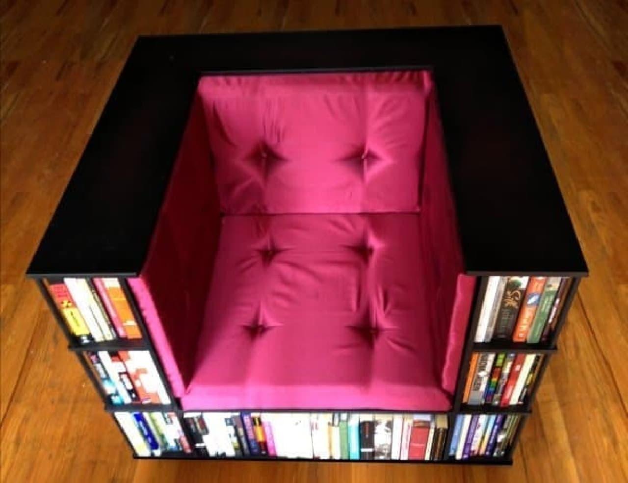 例えば肘掛下の本棚が、読みかけの本の置き場、とか