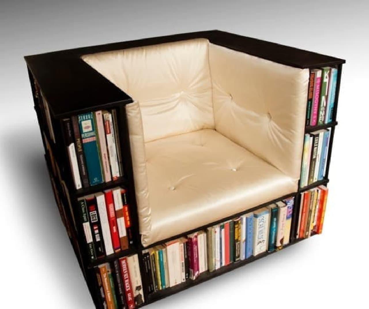 全長8メートルの大容量本棚を備えたソファ  「The Library Chair」