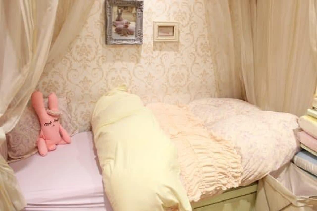 こんな女の子らしいベッドに憧れてたの…!