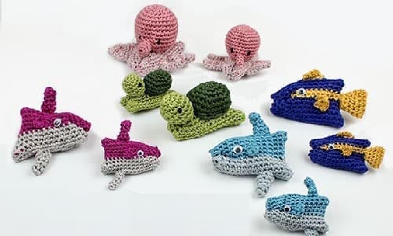 カラフルな海の生き物が作れる「コットンコナ 動物親子あみぐるみキット」