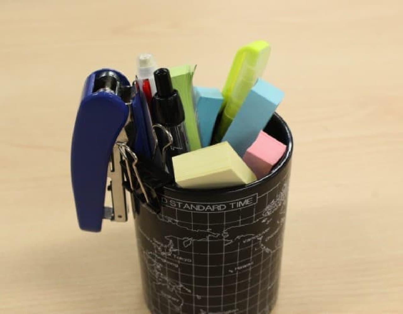 気付くとペン立ての中はふせんだらけ…。