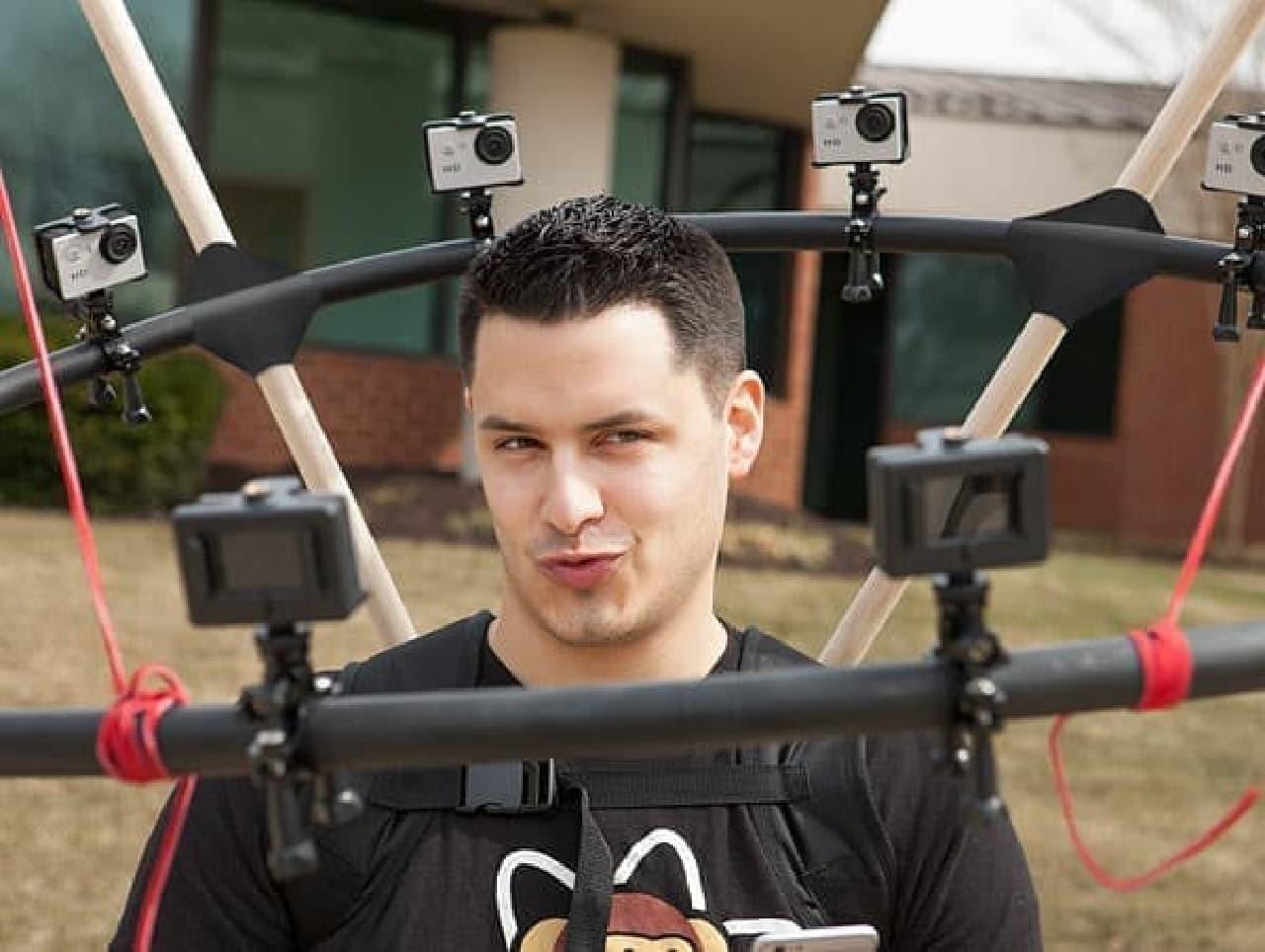 360度から自分撮りできるセルフィースティック「360 Degree Selfie Rig」