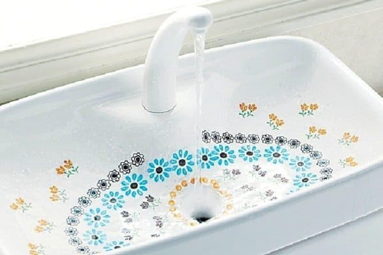 トイレがパッと明るくなる!手洗いタンク用のシートが登場