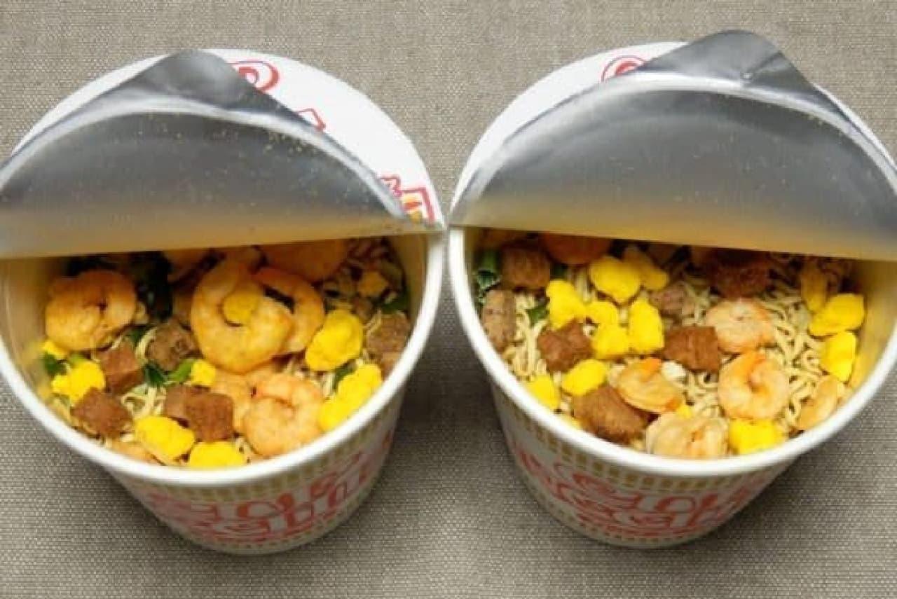 左が新商品。麺が見えなーい(喜)!
