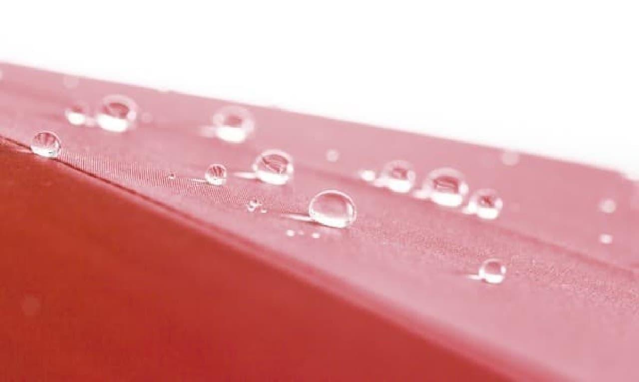 高密度繊維が水をはじき、紫外線もブロック