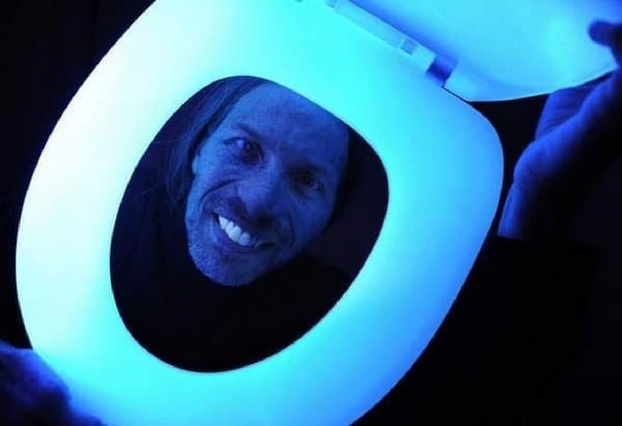 「Night Glow」を開発した Dave Reynolds さん  ちょっと、怖い  今夜はトイレに行けないかも?