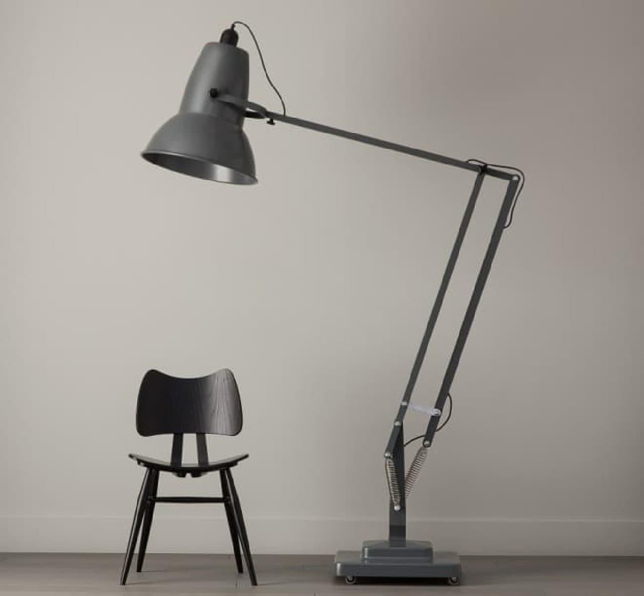「Giant Floor Lamp」  その高さは2メートル67センチ