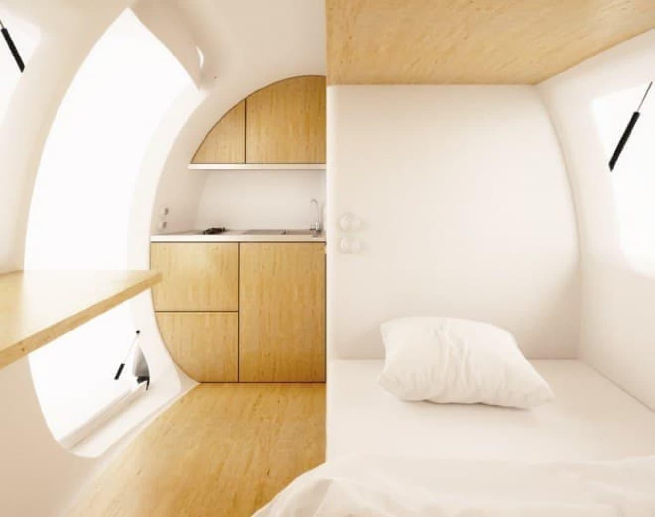 奥に見えるのがキッチン、右手がベッドです