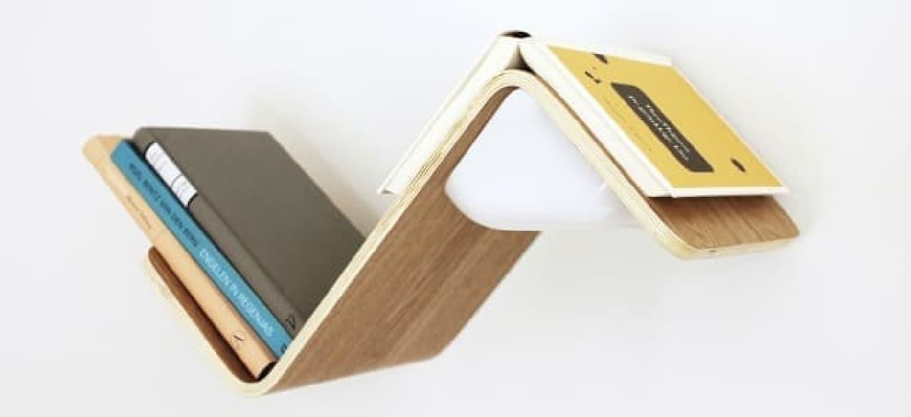 本棚、読書用ライト、ブックマークの機能を持つ「LiliLite」