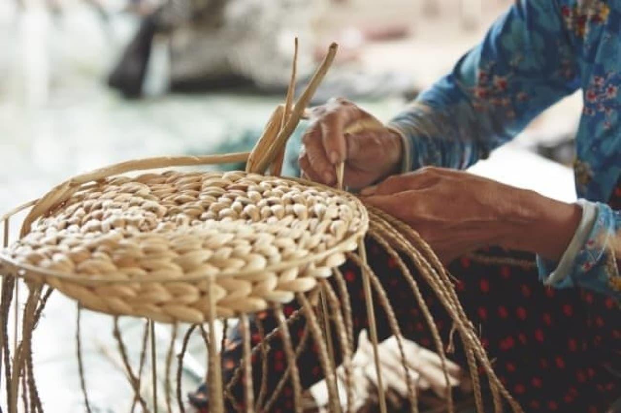 伝統的な職人技で作られる
