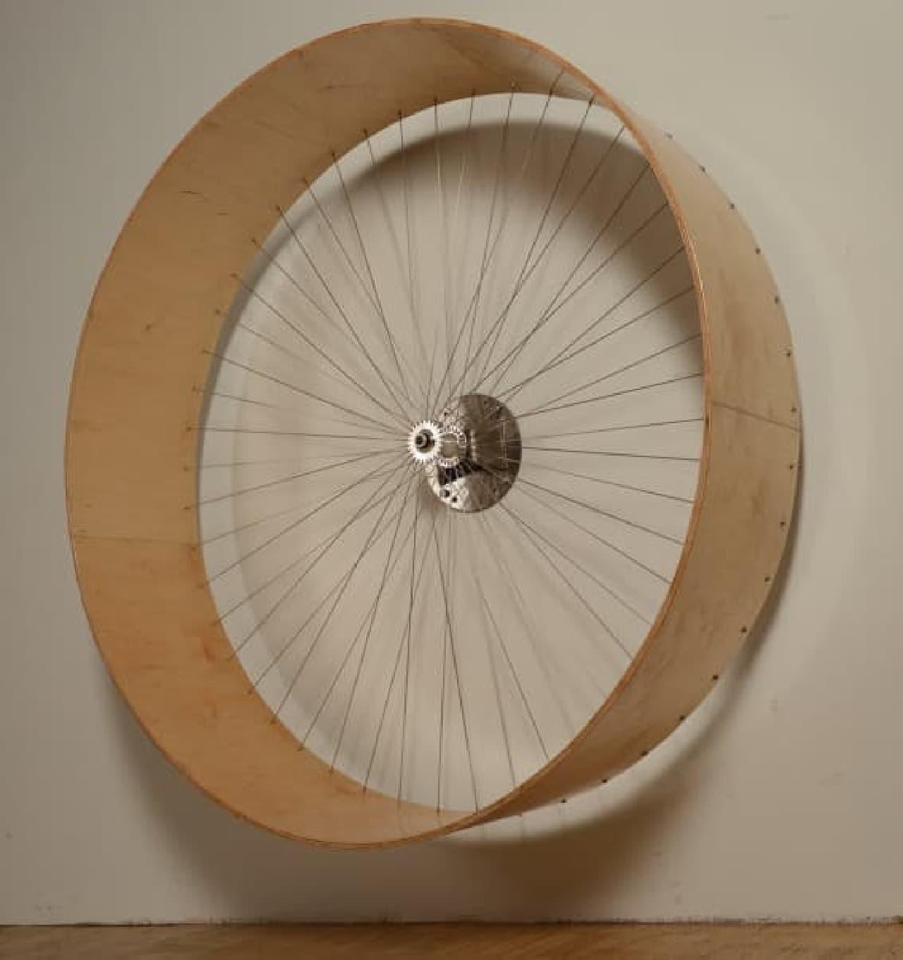 「The cats wall's wheel」は「One Fast Cat」とは異なり、壁に取り付けるタイプ  わずかなスペースにも設置できる