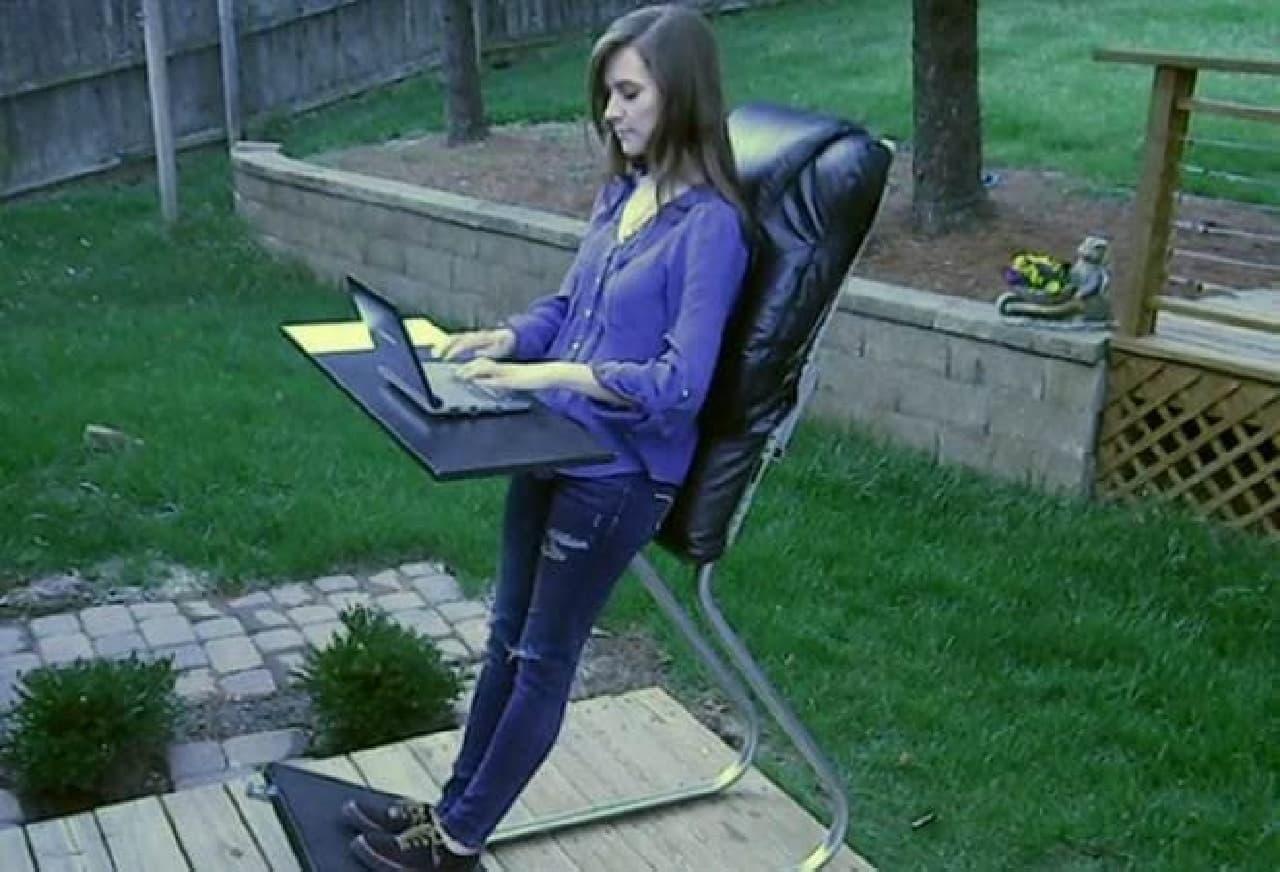 """寄りかかる椅子「LeanChair」  """"理想の仕事環境""""を謳っています"""