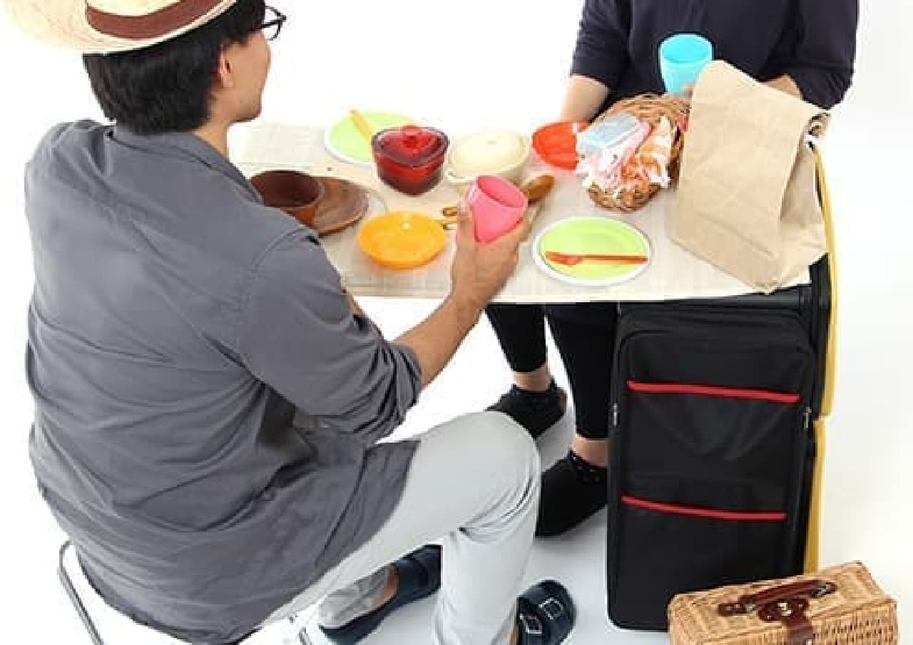 「ノマドスーツケース」をキャンプで利用する例