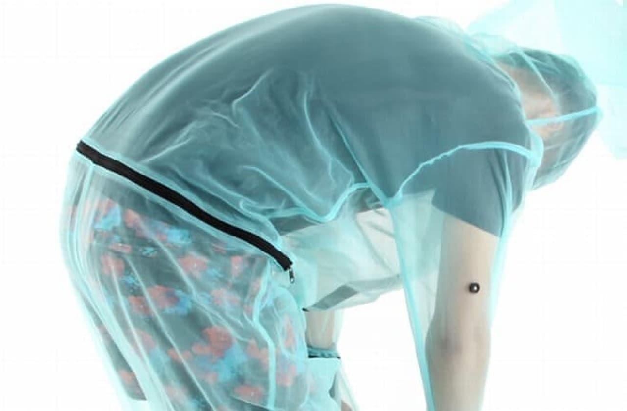 ワンピース構造の「着る蚊帳 ネッツメン」  ちょっと恥ずかしい  でも、前かがみになっても背中が露出しない