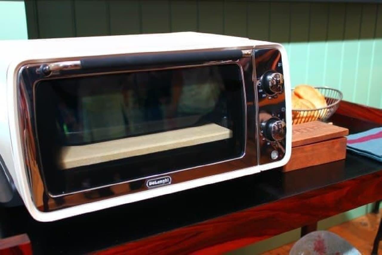トーストをはじめ幅広い本格オーブン料理に対応
