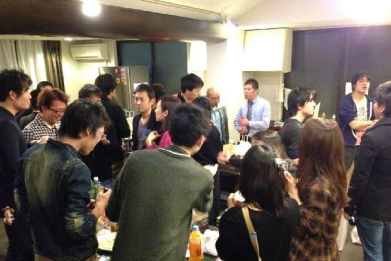 交流パーティーも開催(画像は東京の起業家シェアハウスのもの)
