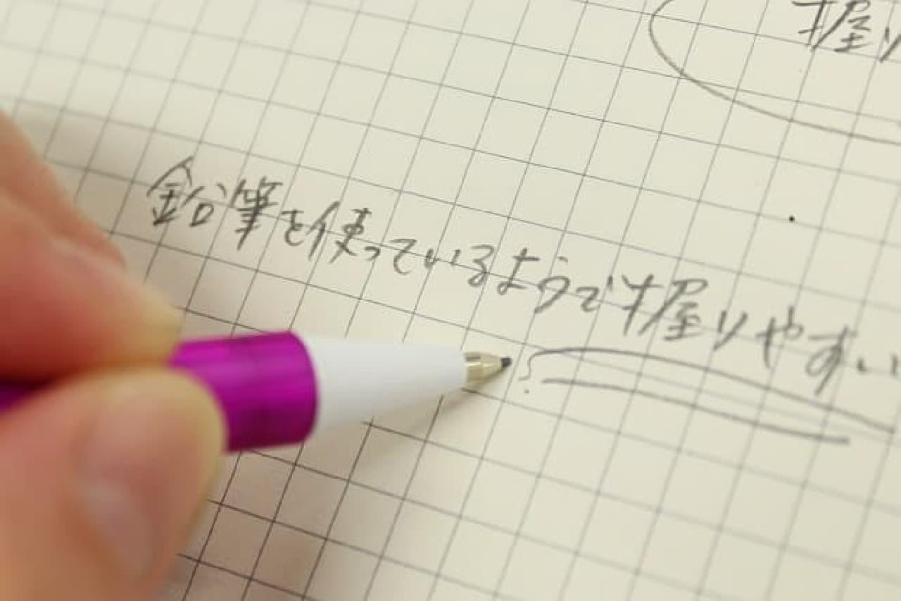 尖らせた鉛筆みたいな書き味が続く
