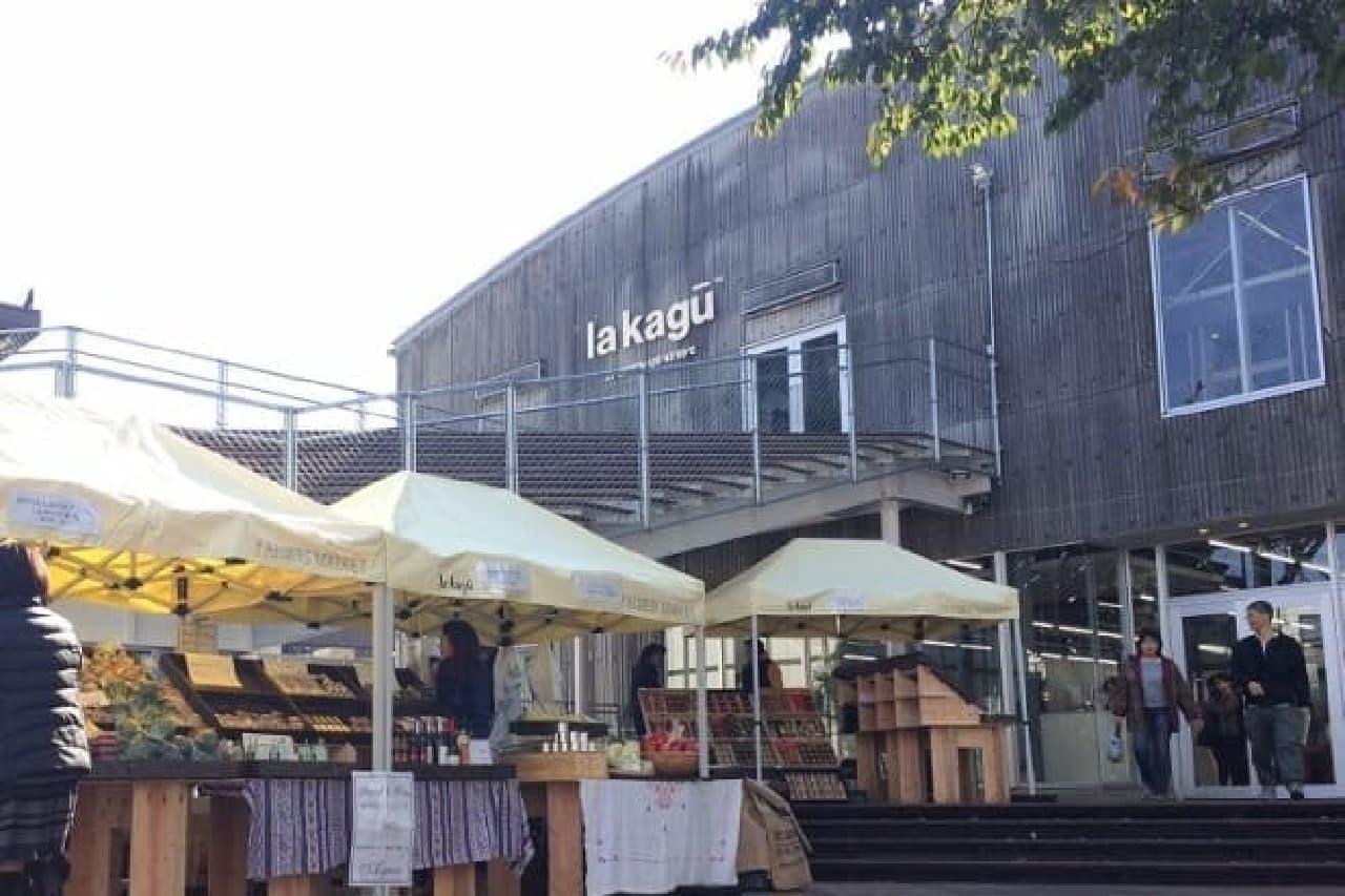 新潮社の本の倉庫をイノベーションした「la kagu」