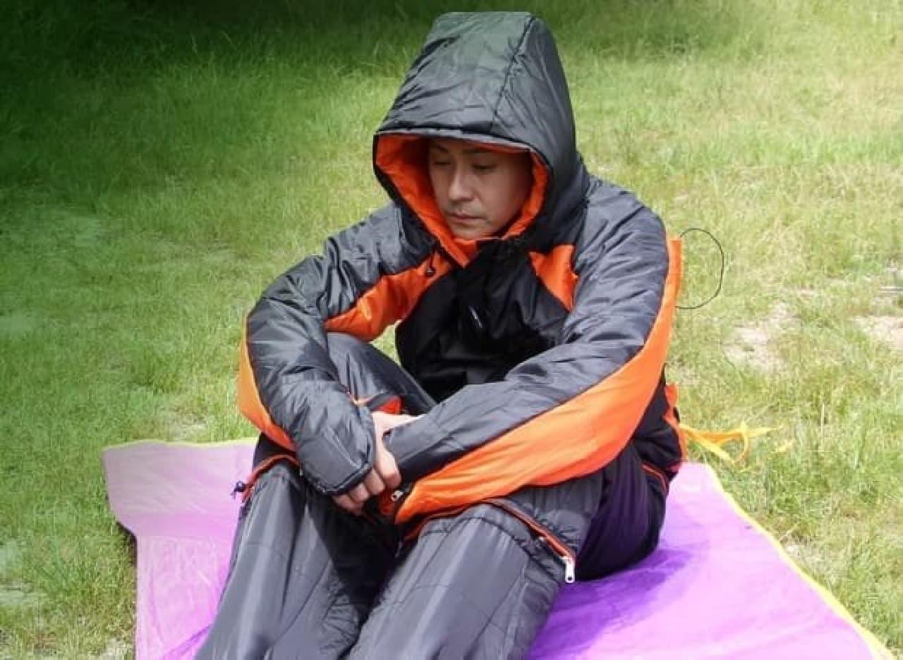 """ヒロシです。""""ハグできる寝袋""""「ヒューマノイドスリーピングバッグ」を着てみたとです。  …ハグしてくれる人がいないとです。"""