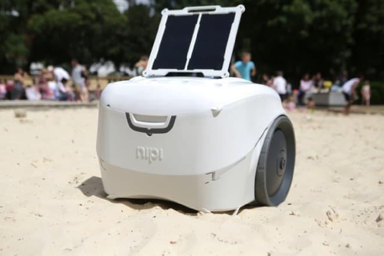 太陽電池でスマートフォンを充電できるクーラーボックス「nipi」