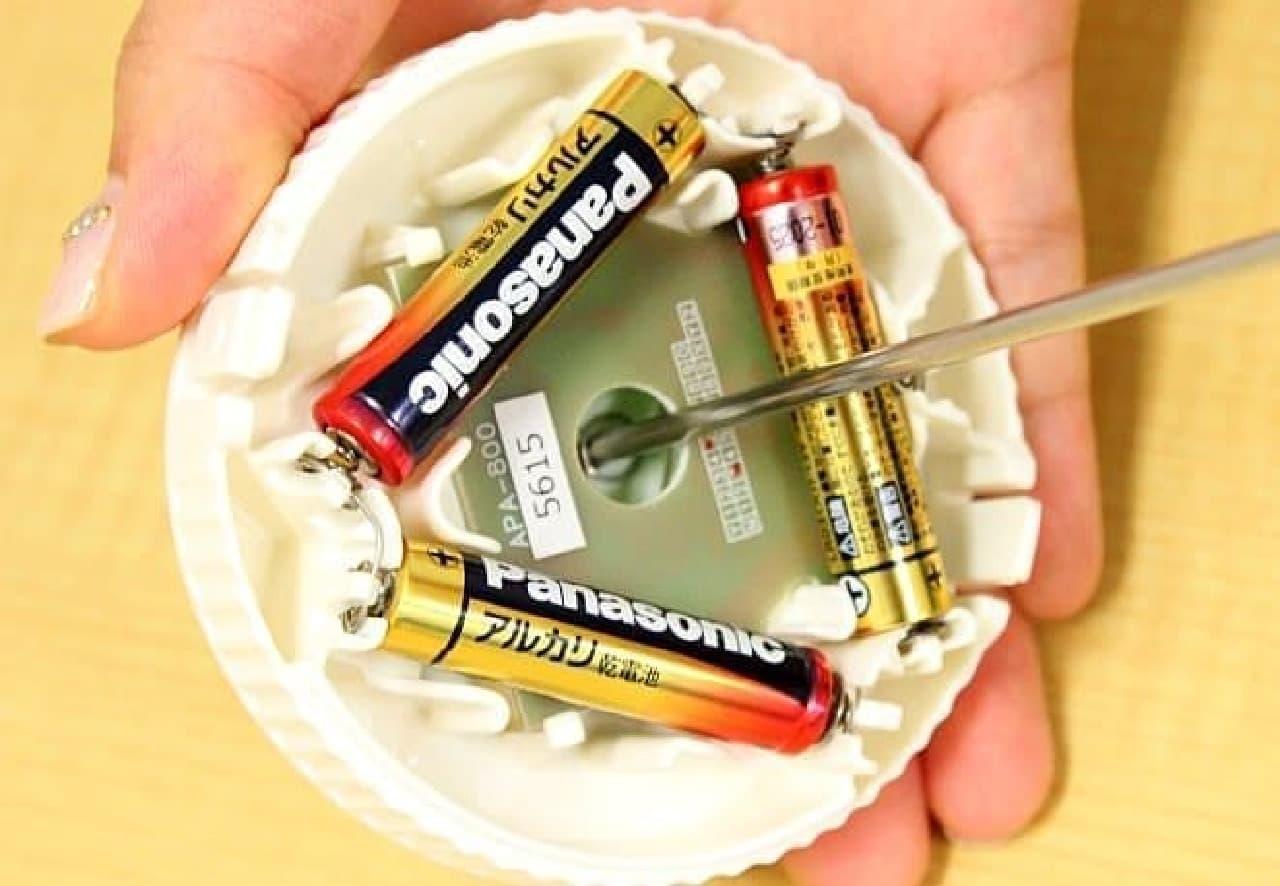 単4電池3本をセット