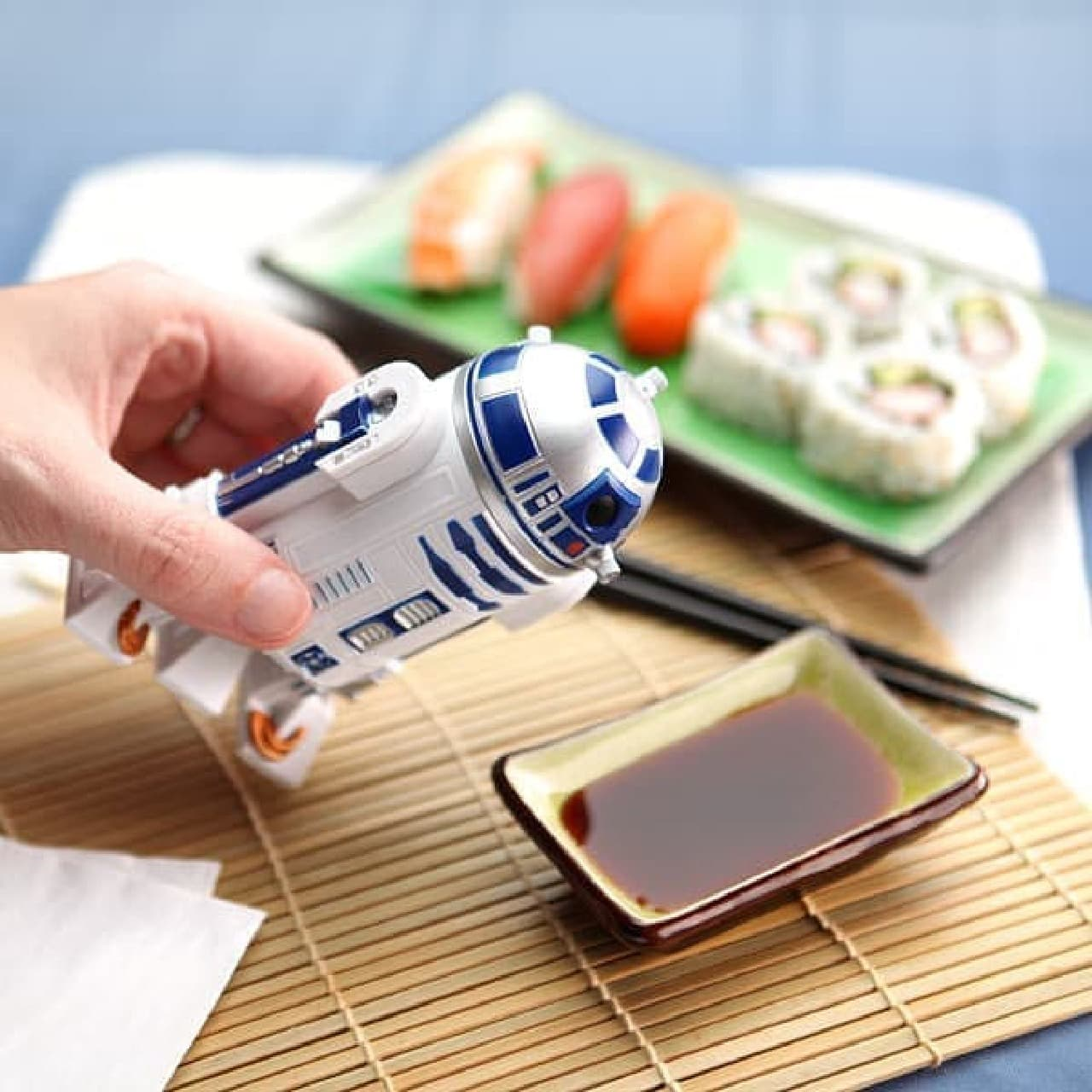 R2-D2型醤油差し「R2-D2 Soy Sauce Dispenser」  スター・ウォーズグッズって、ほんといろいろありますね
