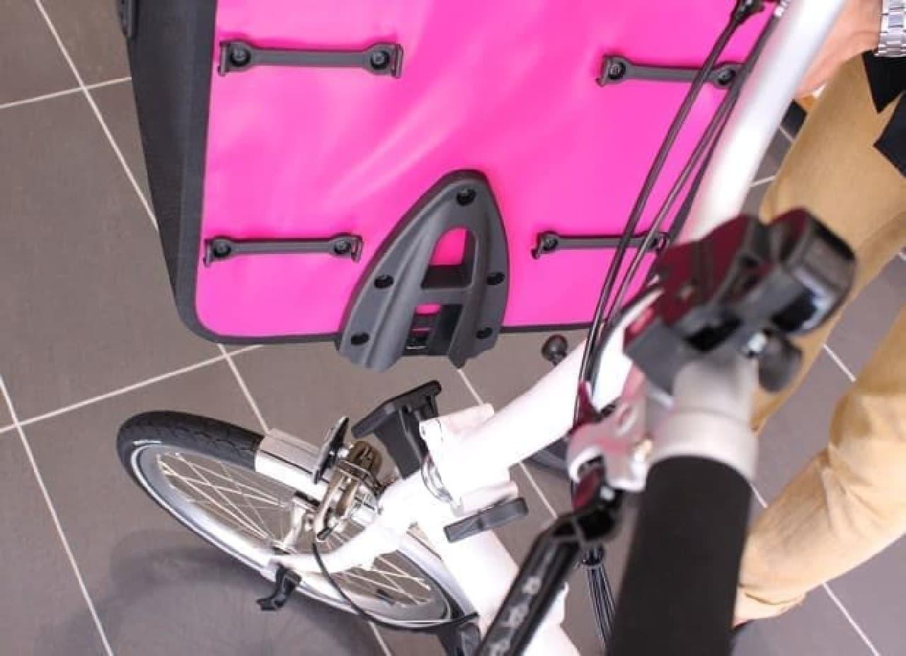 自転車に装着してみました  「カチッ」とはまってくれます