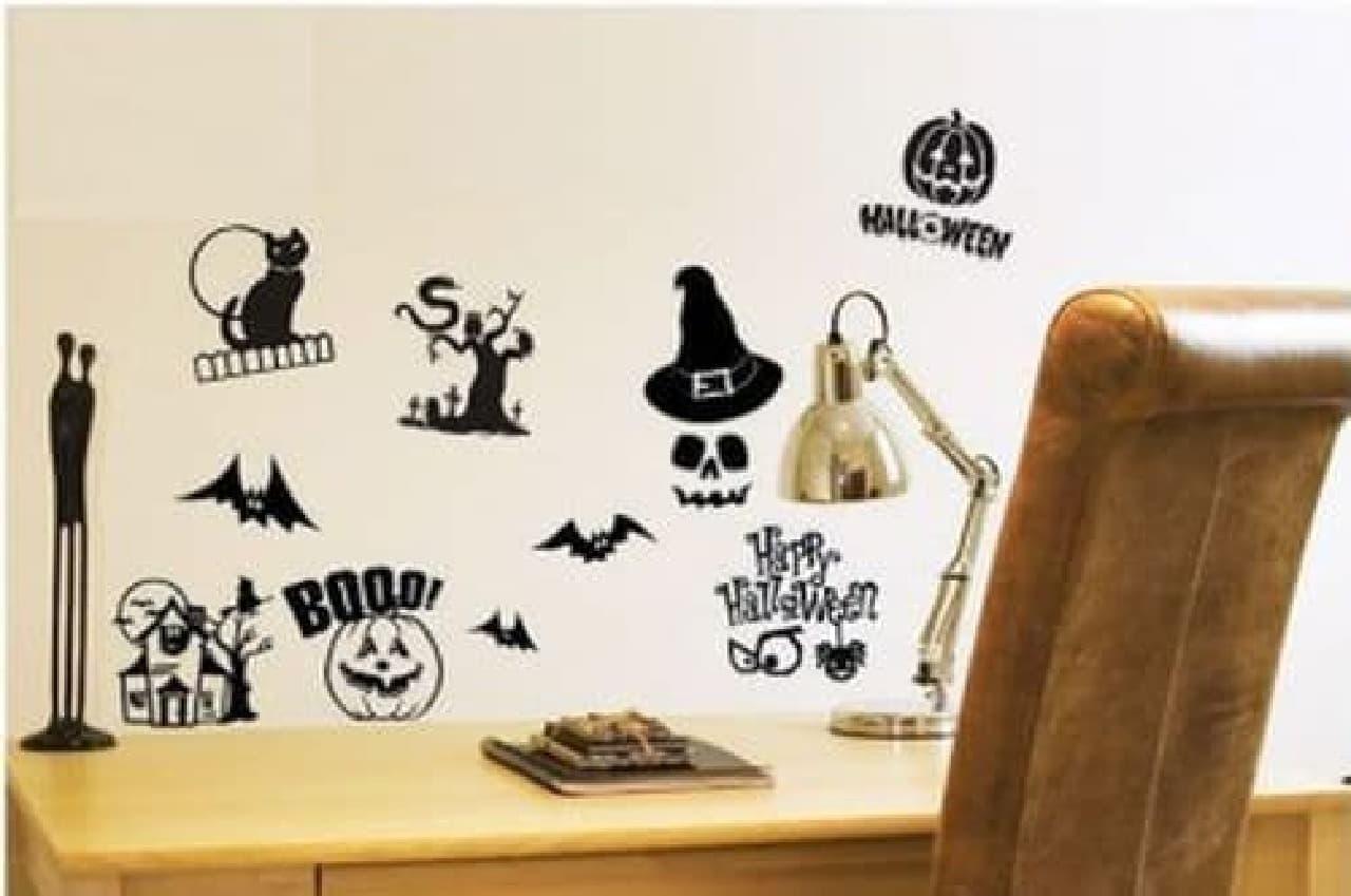 ハロウィンの象徴であるかぼちゃやドクロのステッカー