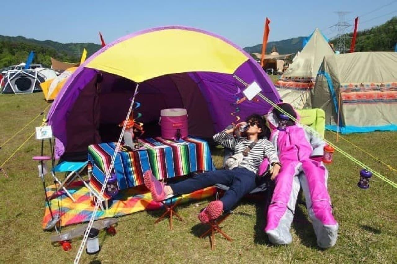 「ヒューマノイドスリーピングバッグ」はヒト型の寝袋  キャンプシーンで軽快に動ける
