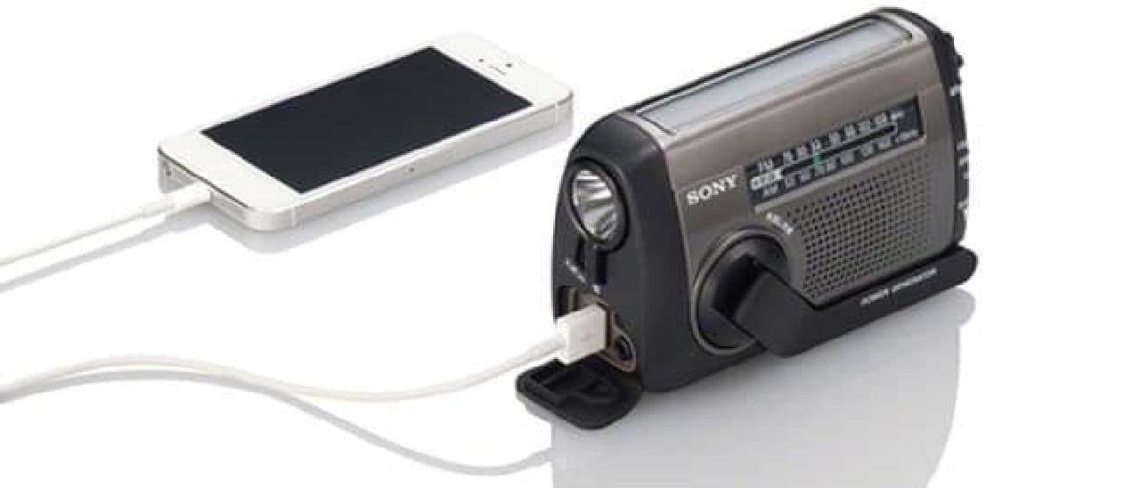 コンセントから電源がとれなくてもスマートフォンが充電できる