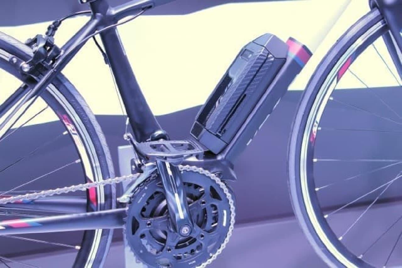 ロードバイク版電動アシスト「YPJ-R」では、バッテリーがかなり小さめ