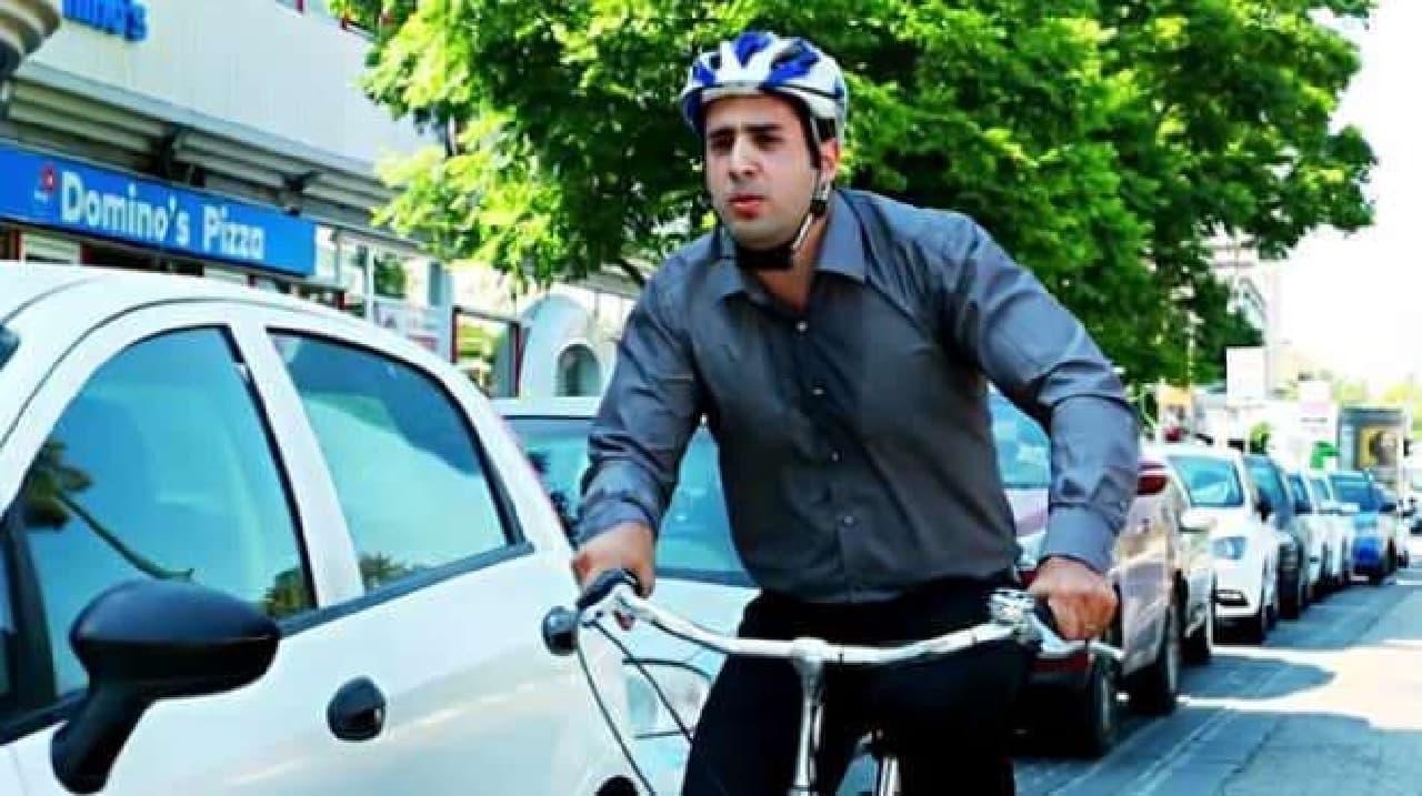 だが、自転車通勤では汗をかいてしまうので