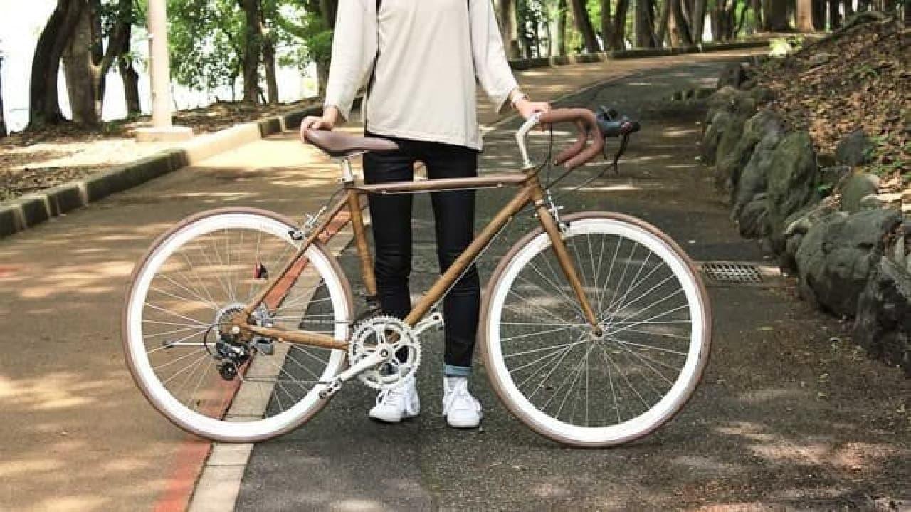 自然に溶け込む、木目調デザインのロードバイク  「Wood-Jaeger(ウッドイエーガー:森の狩人)」