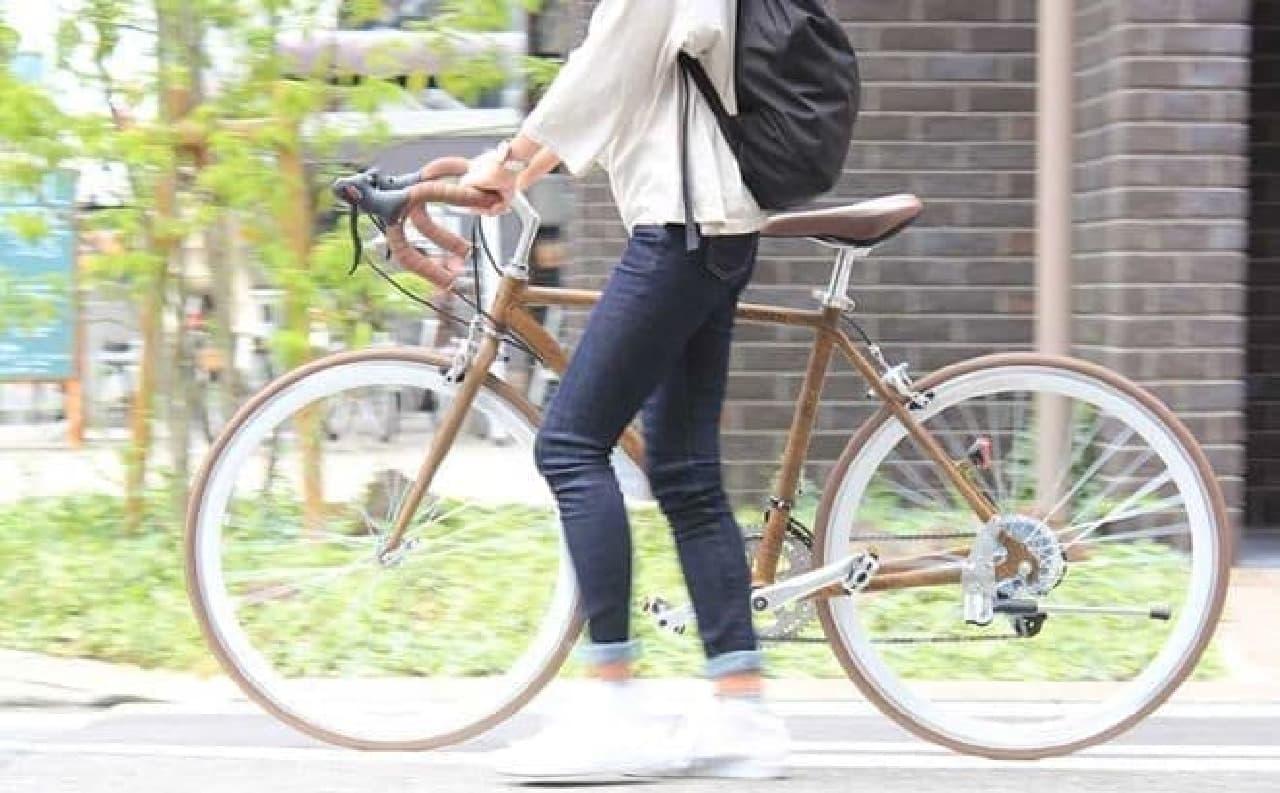 ロードバイクだが、女性でも乗れるサイズとデザイン