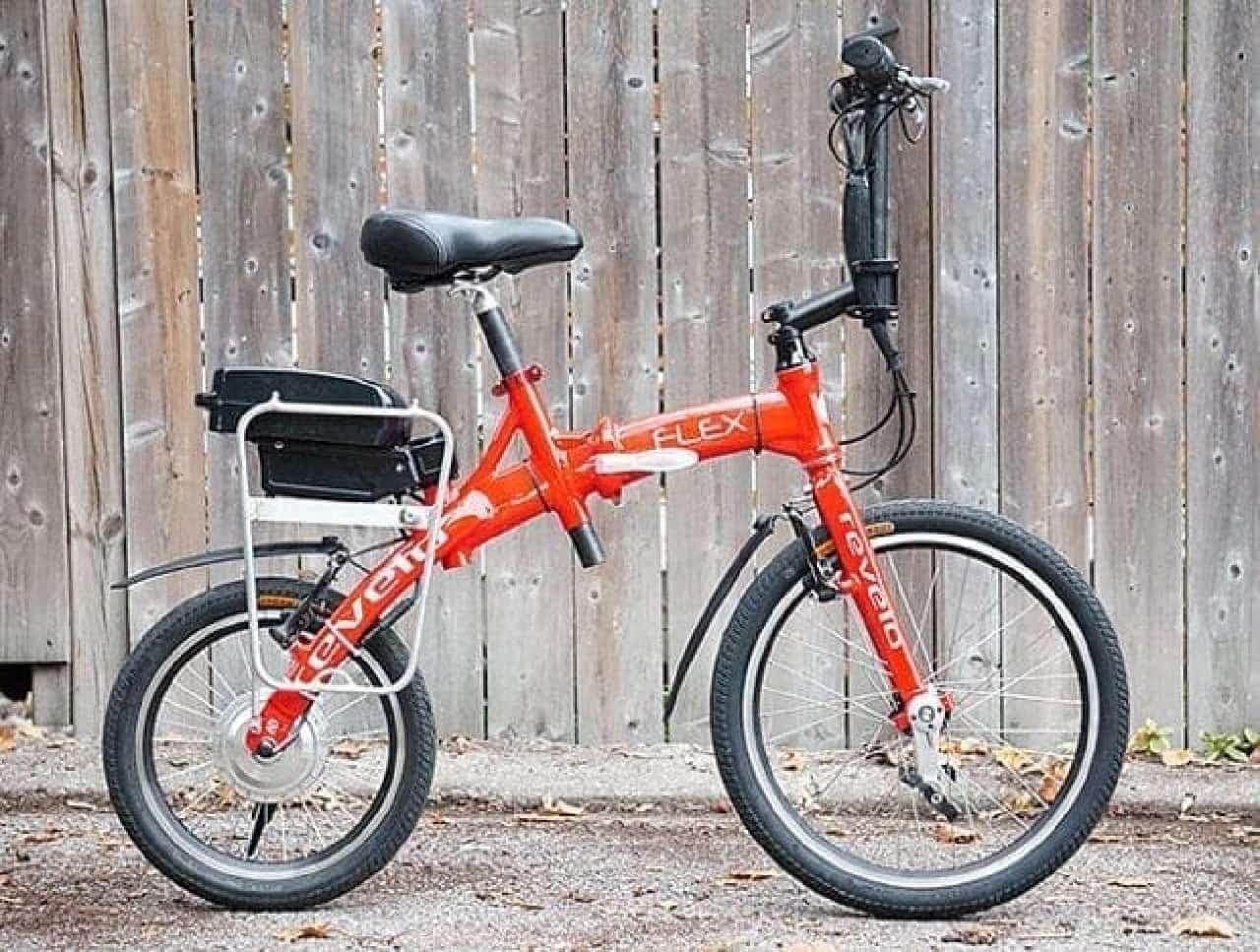 折り畳むとスーツケースに入れられる電動アシスト自転車「FLEX」