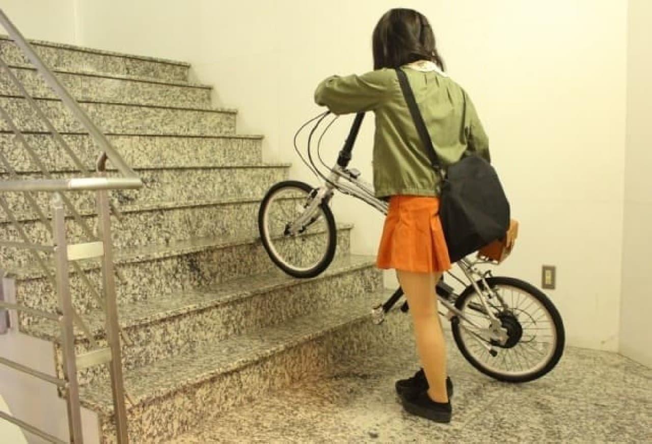 えんウチ編集部員には、かついで階段を登るのは無理でした…。