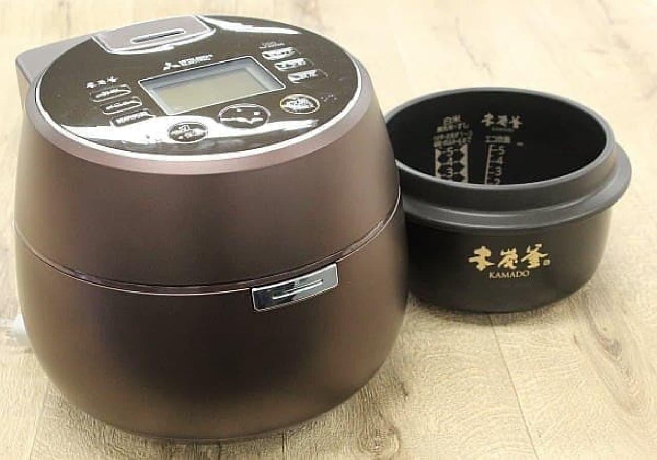おにぎり協会認定炊飯器「本炭釜 KAMADO」  10万円を超える高級炊飯器です